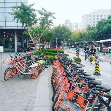 Bike sharing stellt in Shanghai im öffentlichen Personennahverkehr eine…