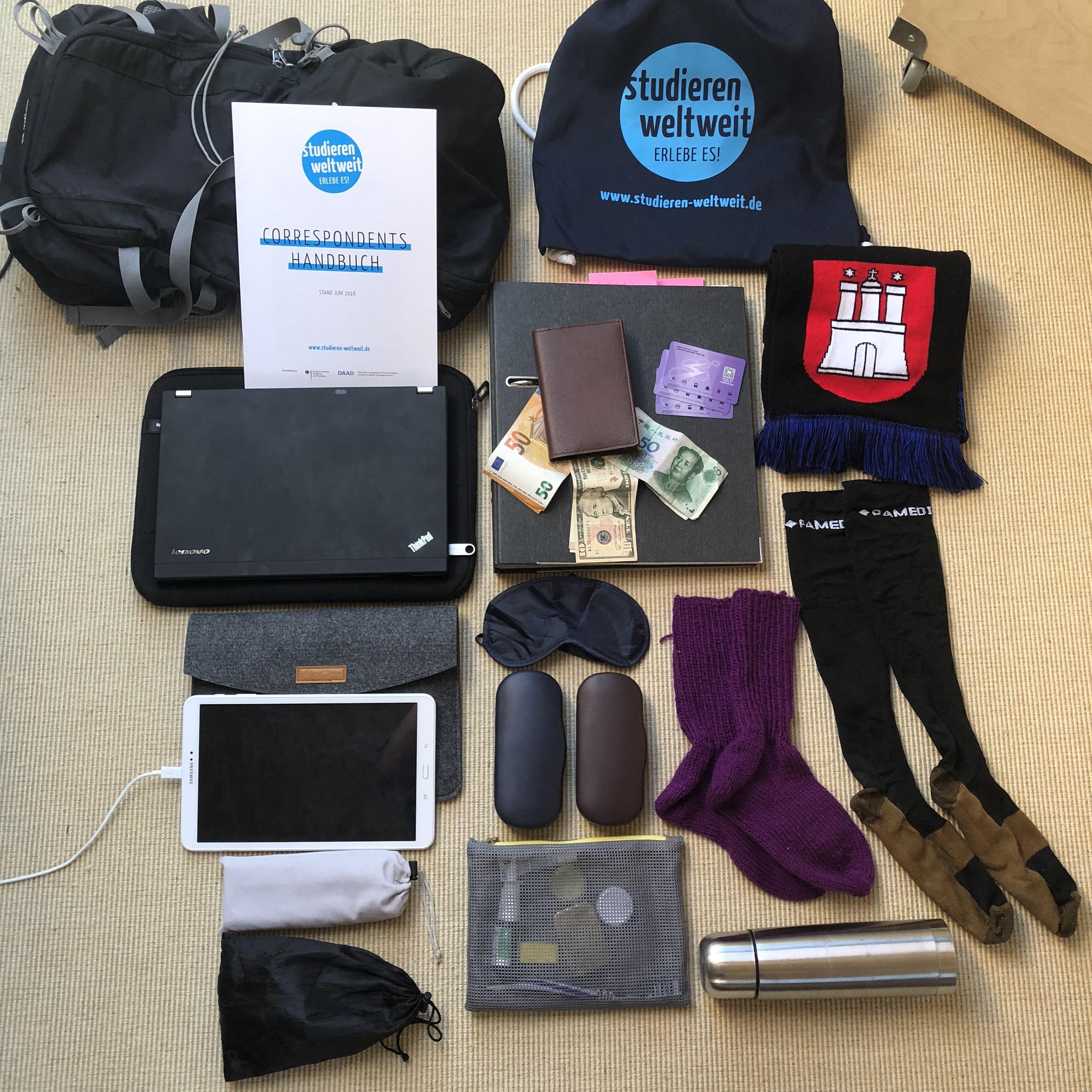 Einmal um die halbe Welt, bitte: What's in my bag?