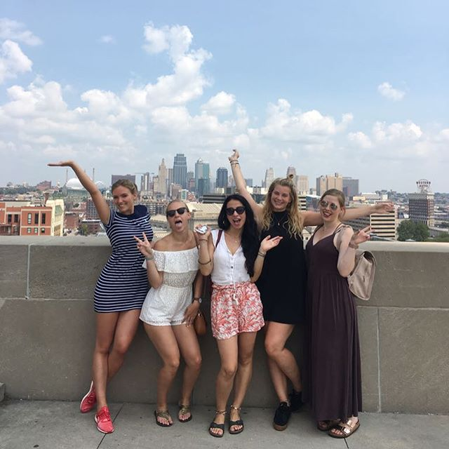 Skyscrapers, Street Art and one Pub after another - Welcome to Kansas City🌆…
