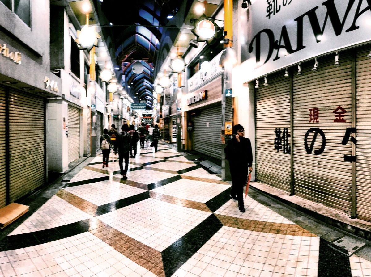 Zur Zeit fegt #Taifun 24 über #Tokio hinweg. Ab 20h sind bereits keine Züge…