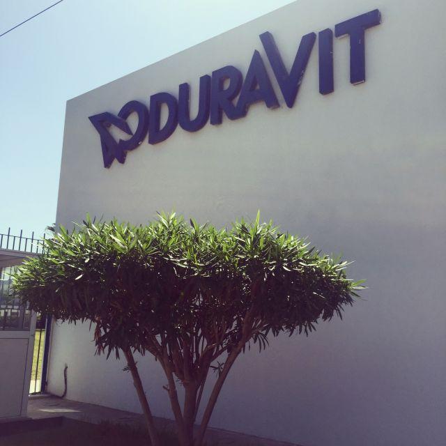 Der vordere Teil des Gebäudes der Duravit AG in Tunesien