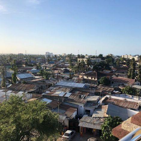 Das ist Dar es Salaam. Die Metropole Tansanias. Der Ort an dem tausende…