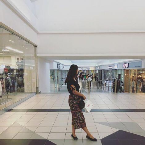 Wenn man durch die Mall läuft kann man sich nicht vorstellen, dass einen…