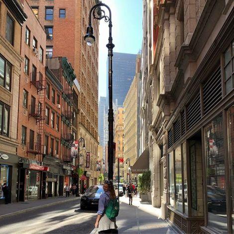 Leonie in den Straßen von New York.