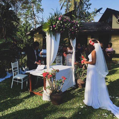 Eine Braut bei ihrer Hochzeit in Tansania.