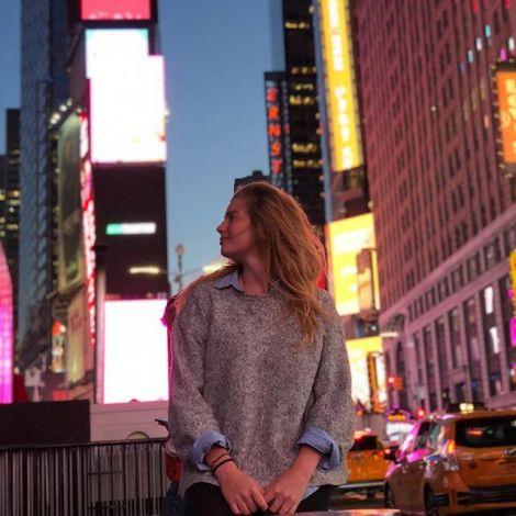 Leonie auf dem Times Square.