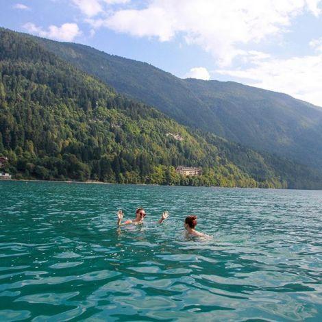 Schwimmen im #LagodiMolveno geht auch im September noch (zumindest für ein…
