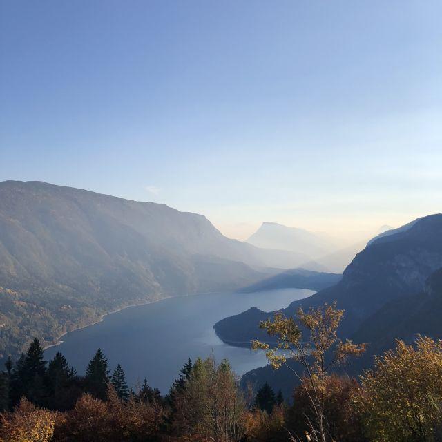 Lago di Molveno vom Berg aus