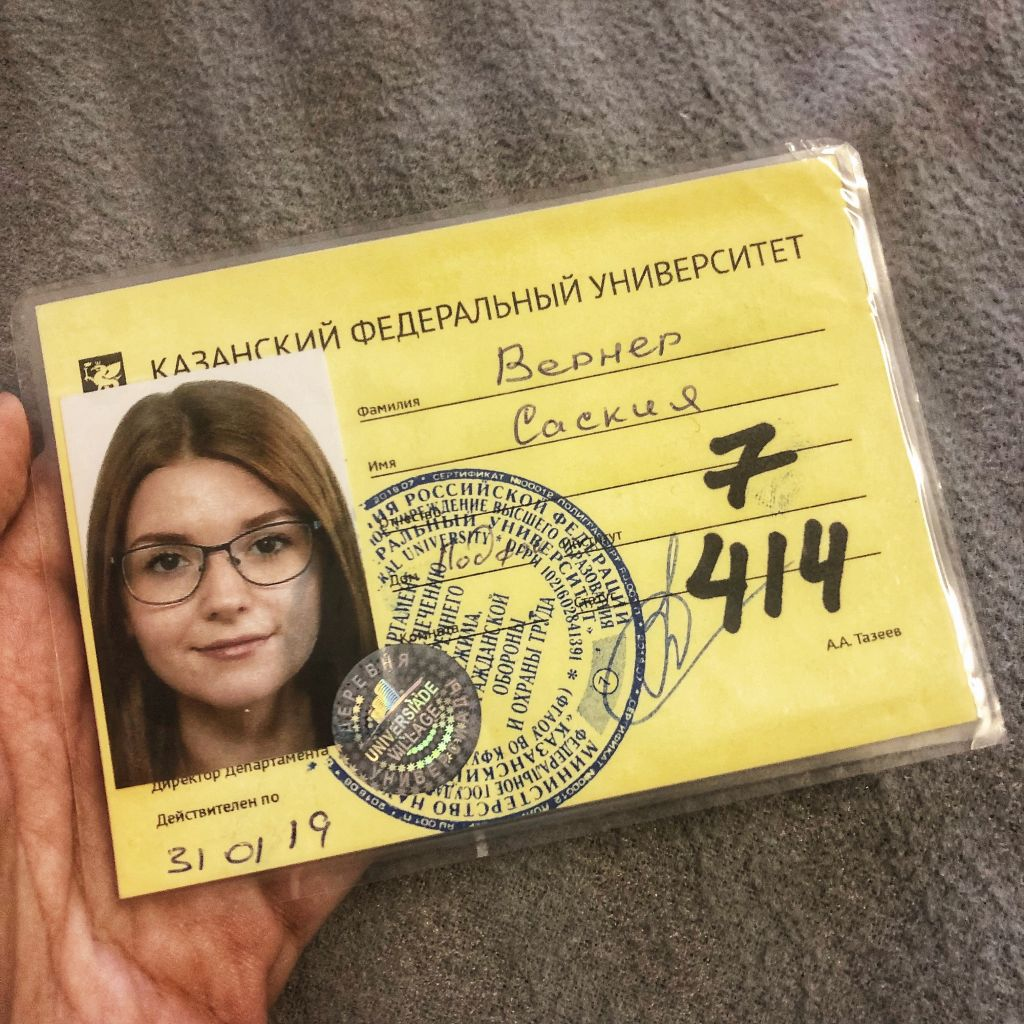 bleibe Karte mit meinem Passbild, Haus und Zimmernummer