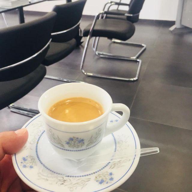 Kaffee am Morgen, vertreibt Kummer uns Sorgen.