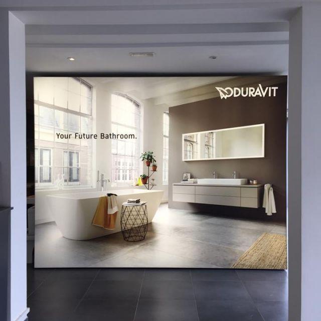 Eine große Abbildung von einem Duravit Badezimmer