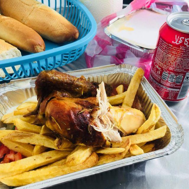 Mittagessen Nr. 4823 Gegrilltes Hähnchen mit Pommes, Brot und Cola