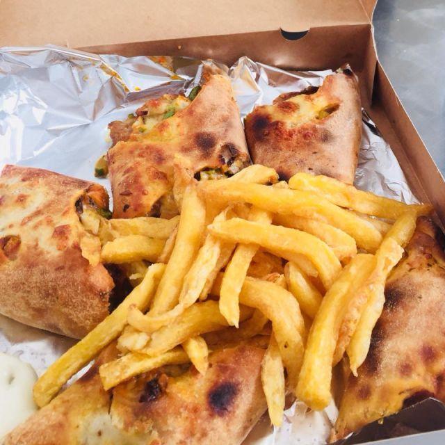 Mittagessen Nr. 2 - Pizzateig gefüllt mir Gemüse und Hühnchen und Pommes