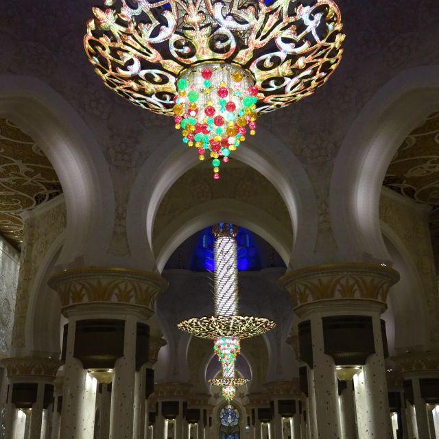 Hauptraum der Scheich-Zayid-Moschee