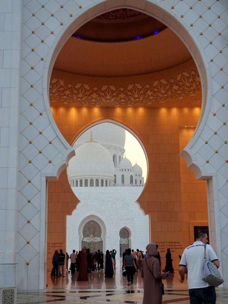 Eingang Scheich-Zayid-Moschee