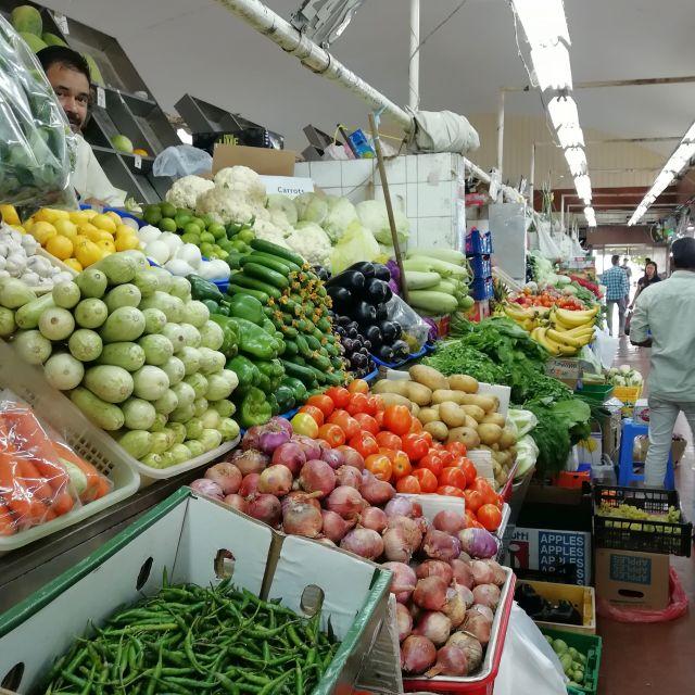 Verschiedene Sorten Gemüse auf dem tunesischen Basar.