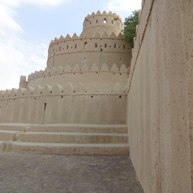 Ein Verteidigungsturm in einem Fort in der Oasenstadt Al Ain.