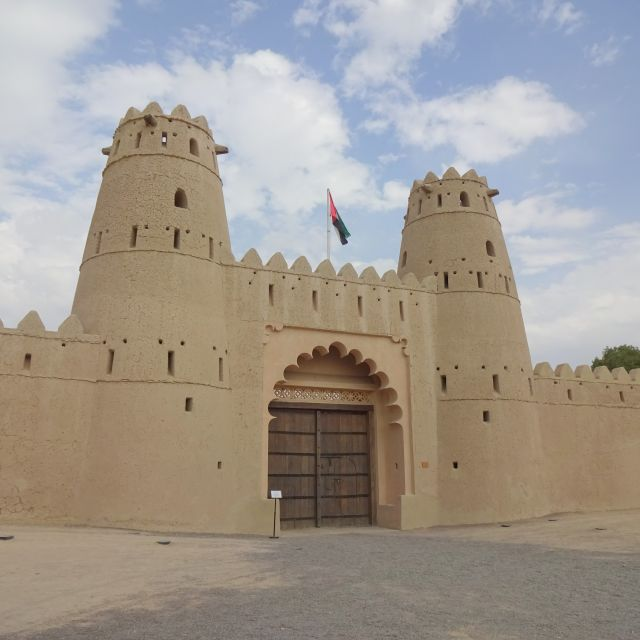 Das Eingangstor zum Fort Al-Jahili