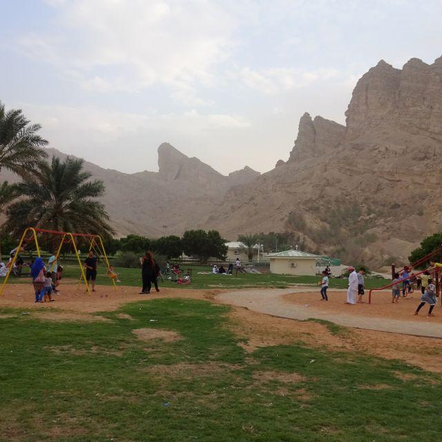 Familien im Park Green Mubazzarah.