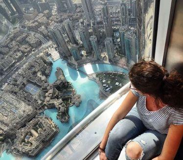 I'm on top of the world 🌍 #atthetop #burjkhalifa #burjkhalifaatthetop #dubai…