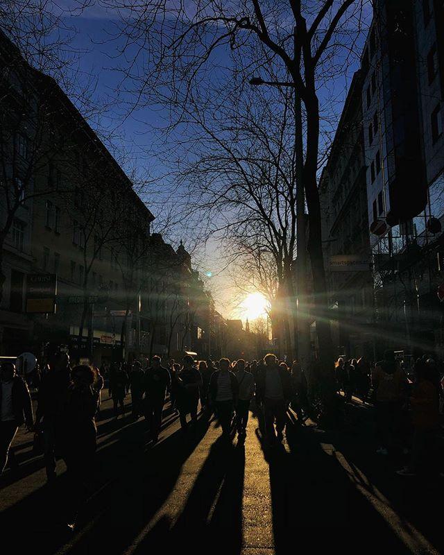 Sonnenuntergang auf der wohl belebtesten Einkaufsstraße in Wien…