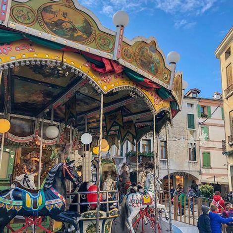 Für 2 EUR Spaß gekauft #swipeleft⬅️ #karusell #bassano #bassanodelgrappa…