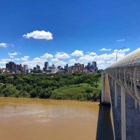 Von Foz do Iguaçu sind @dana_un und ich über die Grenze von #Brasilien nach…