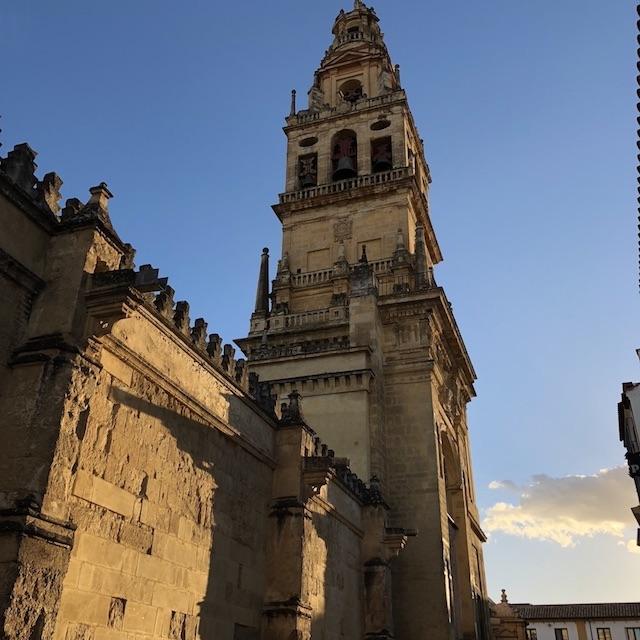 Blick auf den Aussiehst und Glockenturm