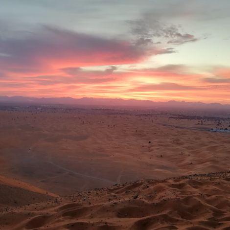 Sonnenaufgang in der Wüste.