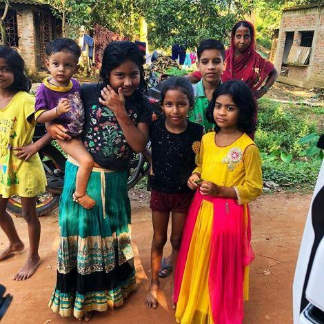 Eine Gruppe Kinder in Indien.
