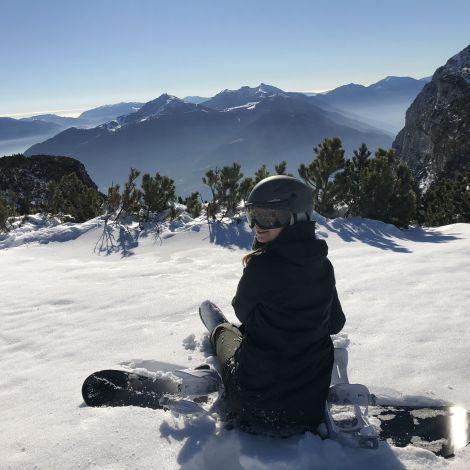 Mensch auf dem Snowboard