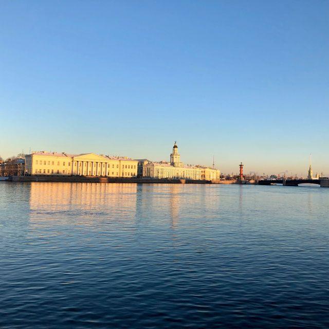 Der Ausblick von der Uferpromenade auf die Peter und Paul Festung