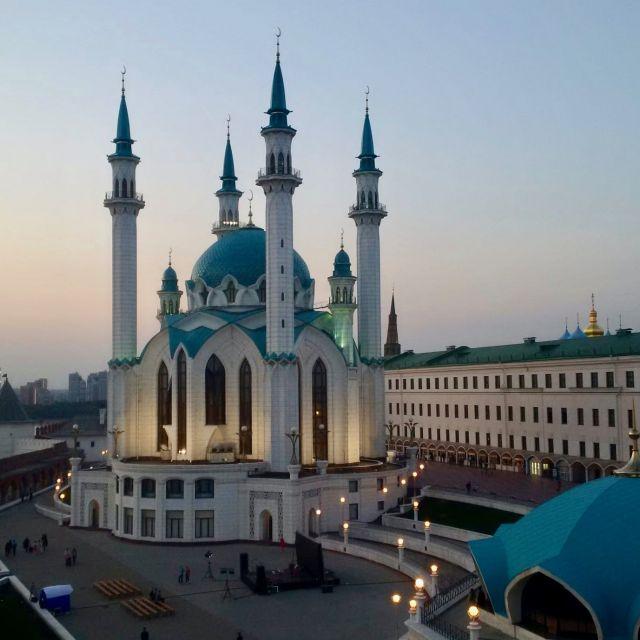 Die blau-weiße Moschee bei Sonnenuntergang