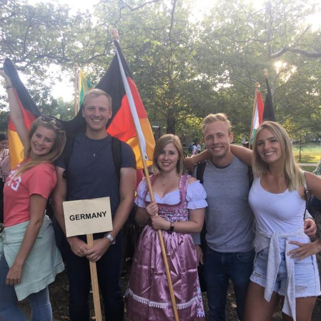 Team Germany bei der Homecoming Parade an Leonies Uni in Kansas.