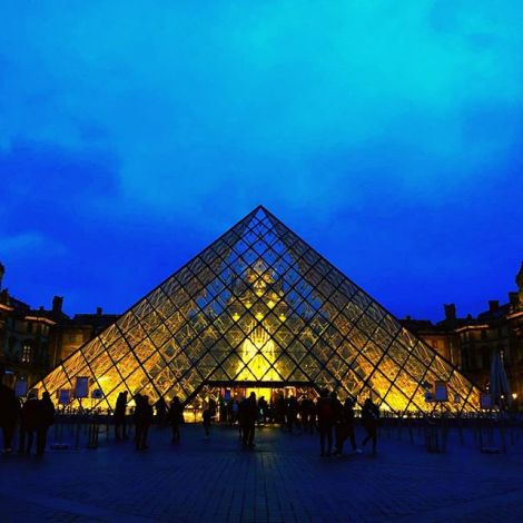 #blauestunde in #paris. Und damit auf ins #wochenende!…
