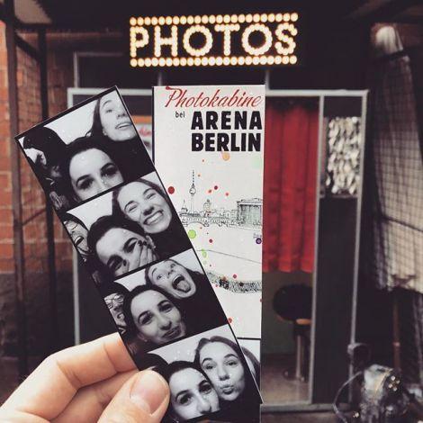 Ein schöner Tag in Berlin geht zu Ende, den wir in einer Fotokabine festhalten…