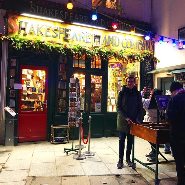Jetzt schon ein absoluter #favoritespot hier in #paris: @shakespeareandcoparis…