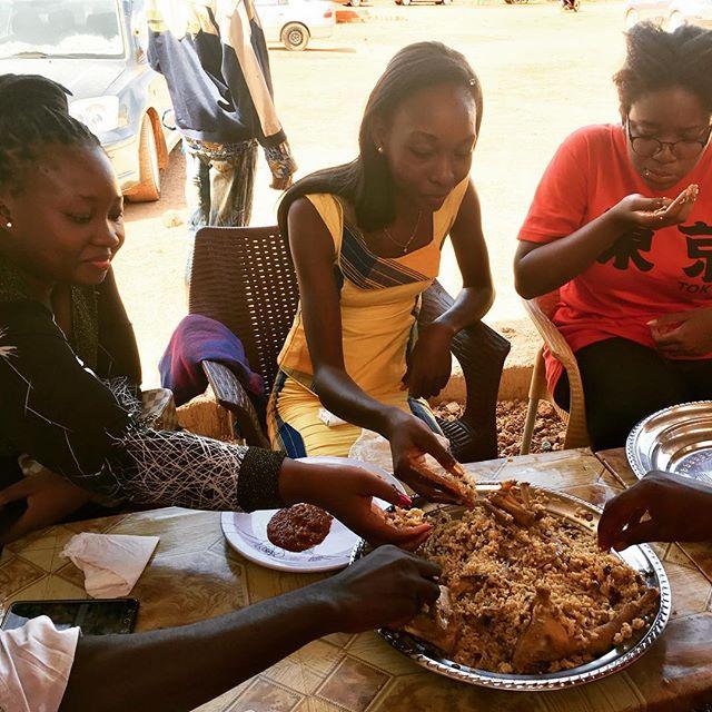 Hmmm leckerer Soumbala-Reis! Soumbala ist ein typisches Gewürz in Burkina und…