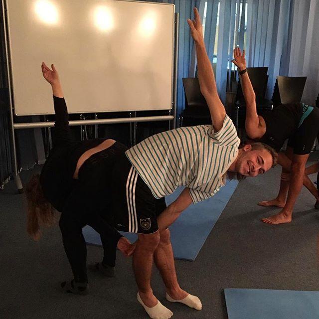 Mittwochs kommt eine professionelle Pilateslehrerin zu uns ins Goethe-Institut.…