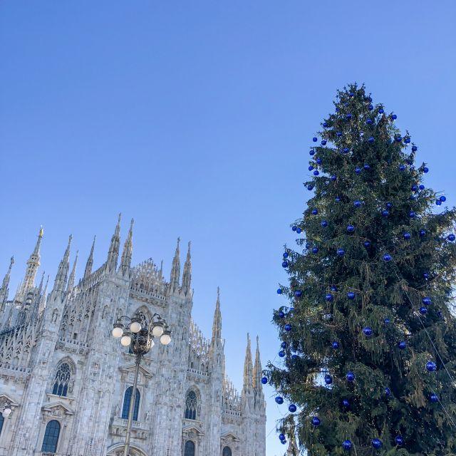 Domplatz in Mailand mit Weihnachtsbaum