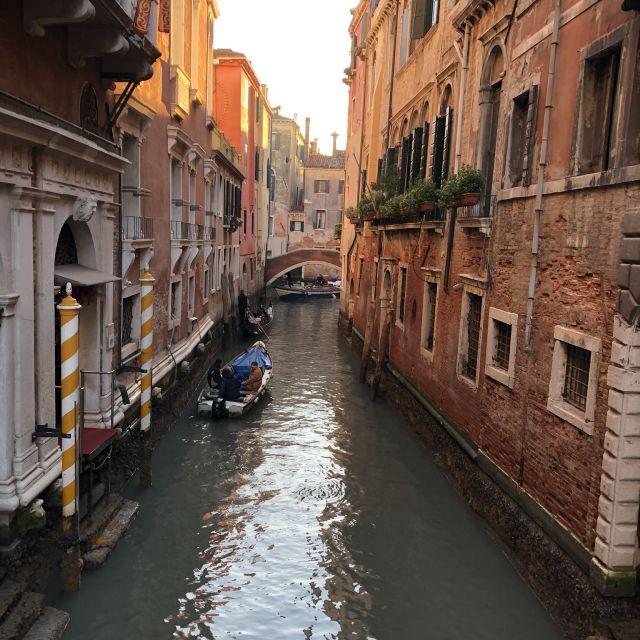 Die Gässchen und Kanäle in Venedig