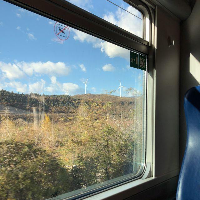 Ausblick aus dem Zugfenster in Italien.