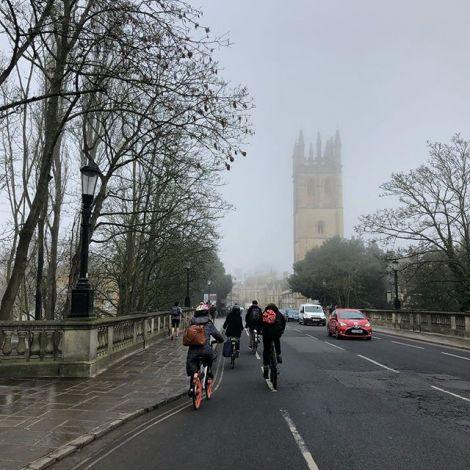 Oxford zeigt sich heute von seiner mystischen Seite. Der Nebel lässt einen…