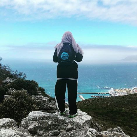 Zu Füßen liegt Muizenberg am atlantischen Ozean und bei all den Wanderwegen…
