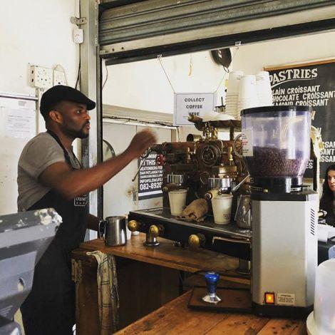 Kaffee+Kunst = Siehe Oben! Diese Kaffeemaschine in der #olympiabakery ist ein…