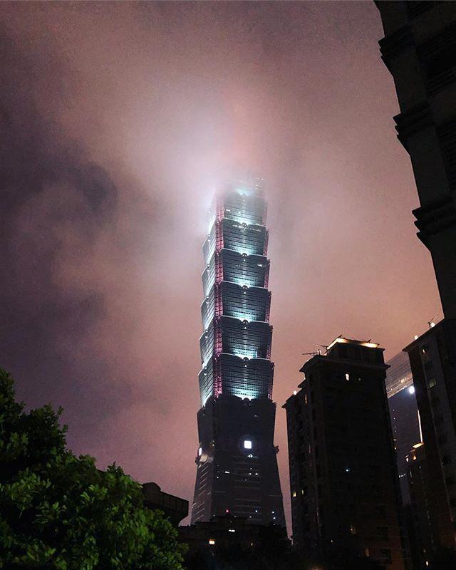 Der Taipeh 101!🤩 Bis 2007 war er das höchste Gebäude der Welt, dann kam…