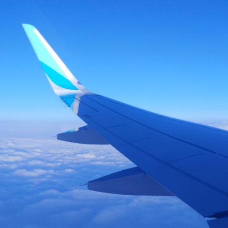 Blick aus dem Flugzeugfenster auf meinem Weg nach Italien
