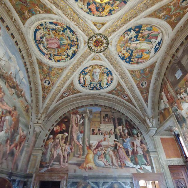Nicht nur in der Sixtinischen Kapelle finden sich neuzeitliche Wand- und Deckengemälde, sondern überall in den Vatikanischen Museen.