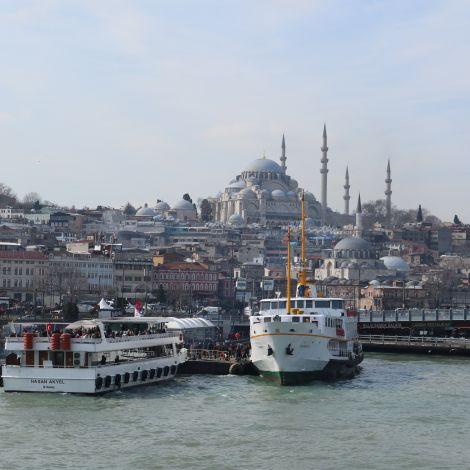 Moschee und der Fluss Bosporus