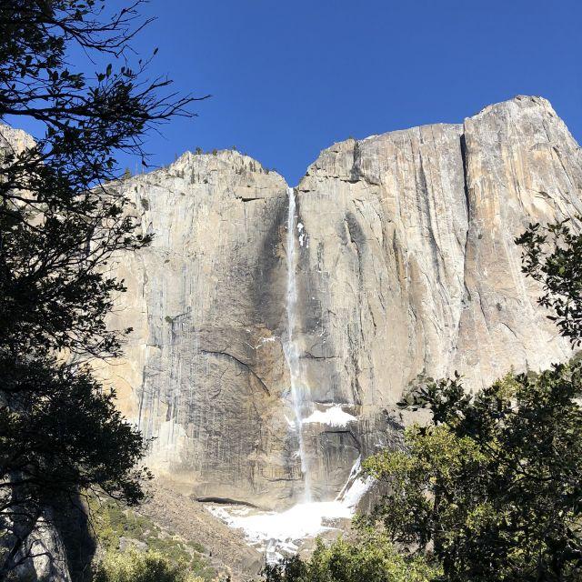 Upper Yosemite Falls inklusive Regenbogen